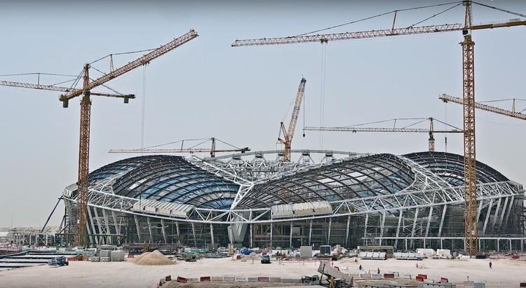 Catar 2022: O custo humano do espetáculo, Construção do estádio Al Wakrah. Image Cortesia de Supreme Committee for Delivery and Legacy'