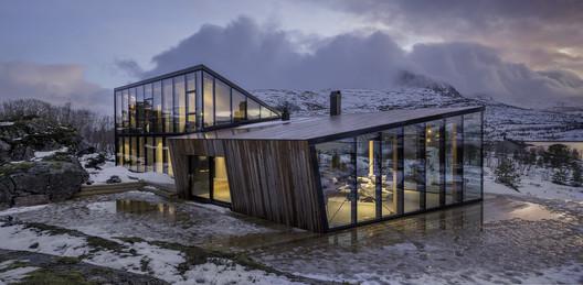 Efjord Retreat Cabin / Stinessen Arkitektur