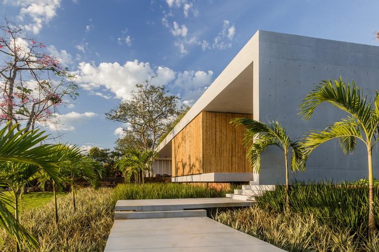 Casa 01 / ES Arquitetura. Imagem: © SLAPHOTOSTUDIO