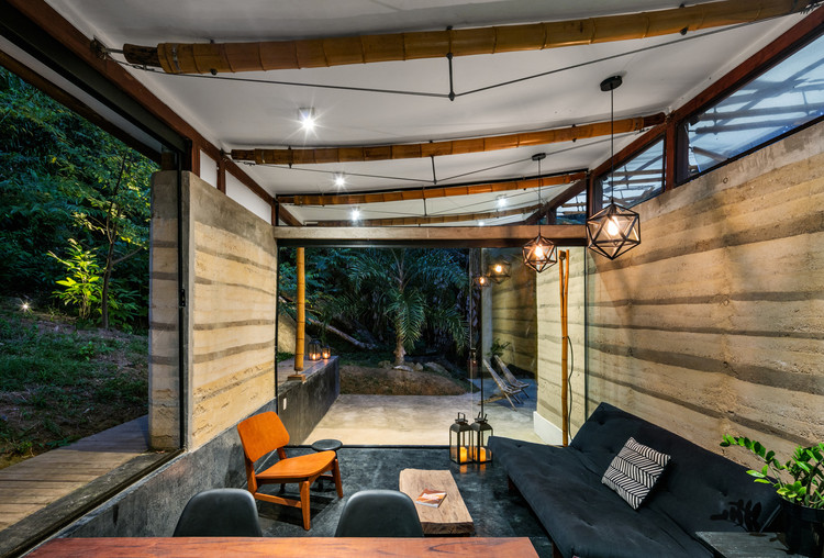 Casa de hóspedes em Paraty / CRU! Architects. Imagem: © Nelson Kon