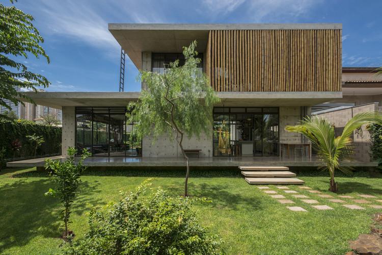 Casas brasileiras: 8 residências com bambu, Casa Petro / Fernanda Padula Arquitetura. Imagem: © Carolina Mossin