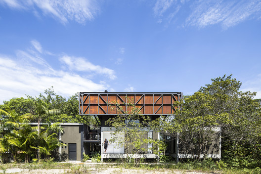 Campinarana House / Laurent Troost Architectures