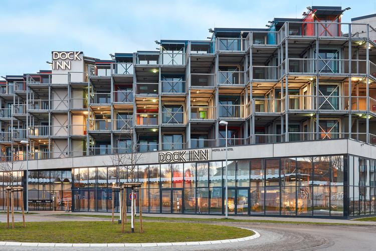 Design Hostel / Holzer Kobler Architekturen + Kinzo Architekten, © Max Schroeder