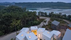 Cubos Flutuantes / YounghanChung Architects