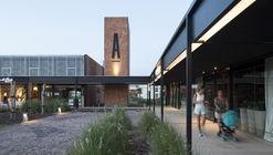 Centro comercial e praça pública ACAECE / BLT arquitectos