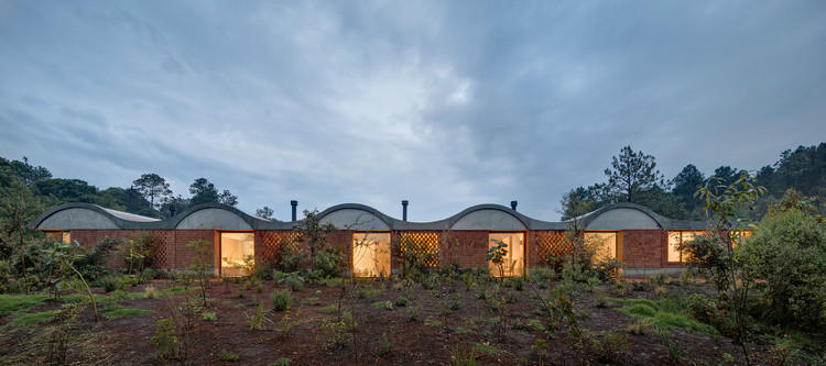 Casa terreno / Fernanda Canales, © Rafael Gamo