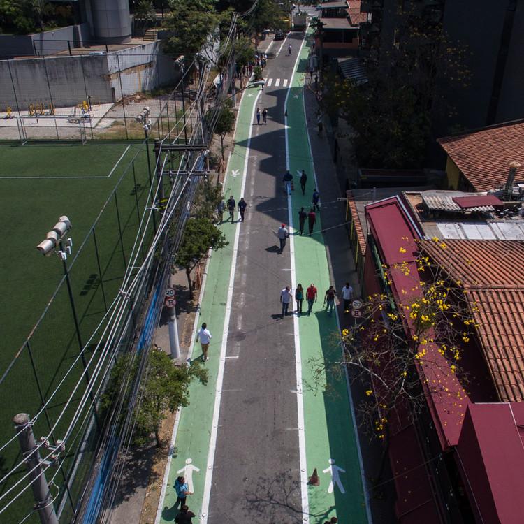O que o conceito de Ruas Completas pode acrescentar ao planejamento urbano, Rua Completa Joel Carlos Borges, em São Paulo - SP. Image © Pedro Mascaro/WRI Brasil, via Flickr. Licença CC BY-NC-SA 2.0