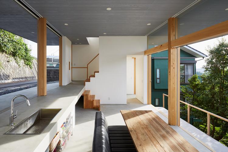 Casa de tres niveles / ihrmk, © Kenya Chiba