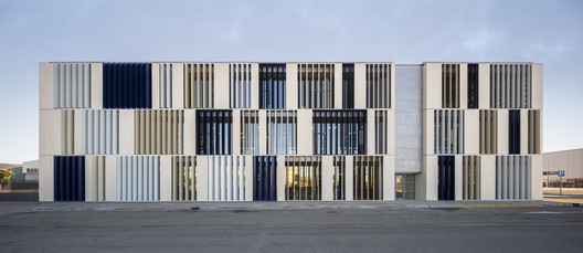SanLucar Fruit Headquarters / sanahuja&partners