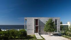 La Iluminada House / Martín Gómez Arquitectos