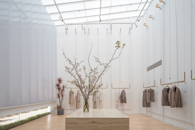 Plastic sun room can be used to display large art. Image © Fangfang Tian