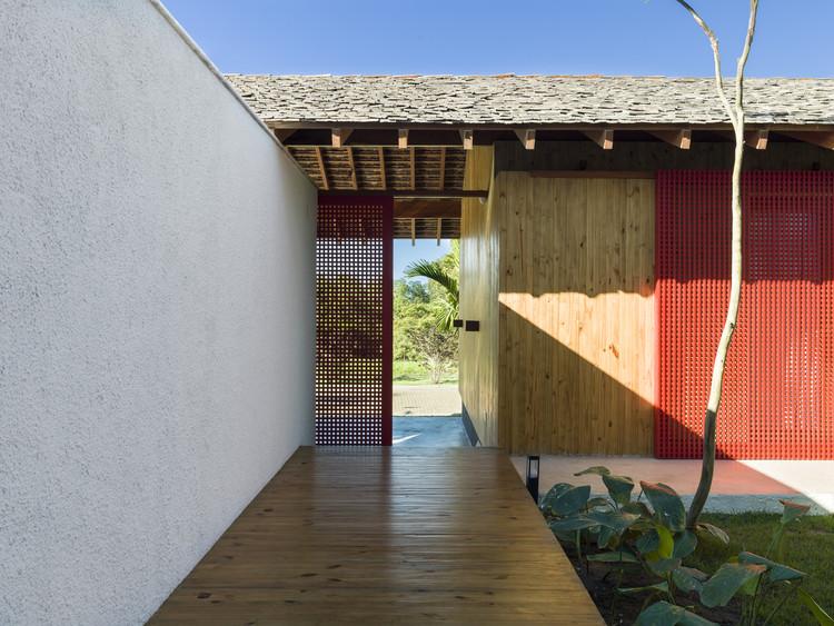 Casas brasileiras: 22 residências na praia, Casa FVB / Claudia Haguiara Arquitetura. Imagem: © Christian Maldonado