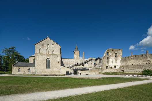 Castillo episcopal de Haapsalu / KAOS Architects