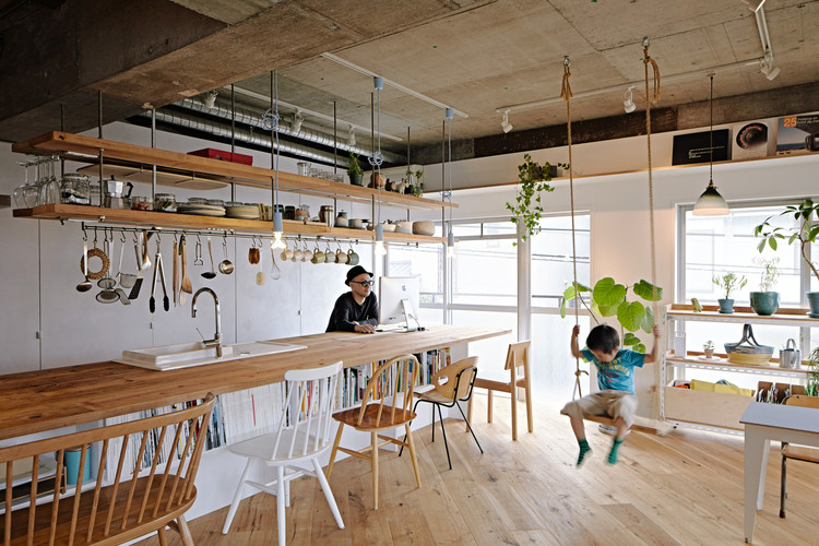 © Akihide Mishima. ImageKitchens that Double As Dining Rooms: Architectural Design Inspiration