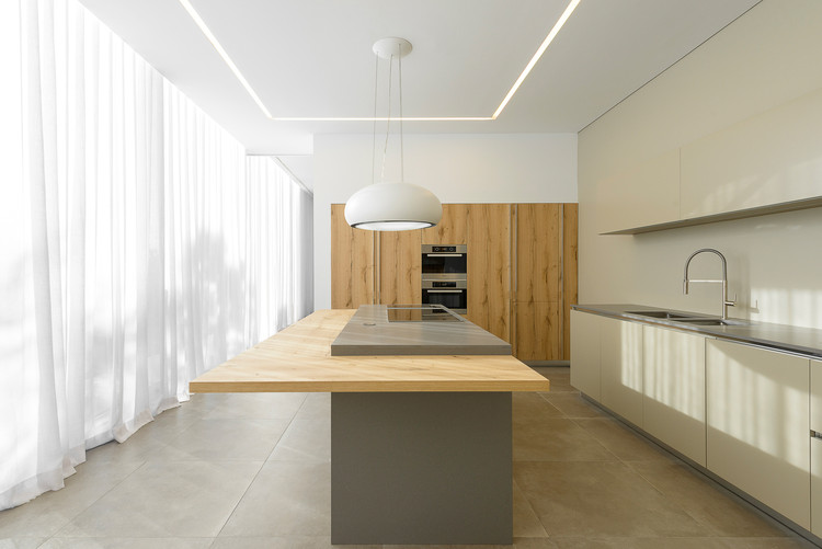 © Ricardo Oliveira Alves. ImageSea Front Villa / ARQ TAILOR'S Architecture & Interiors