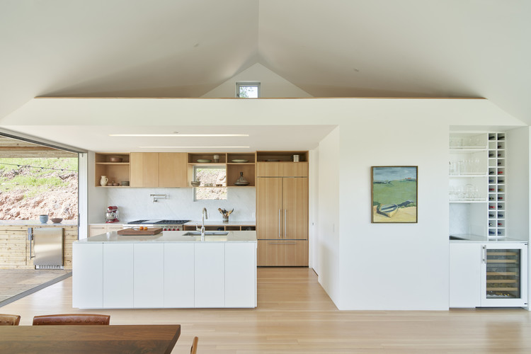 Triple Barn House / Mork-Ulnes Architects. Image © Bruce Damonte
