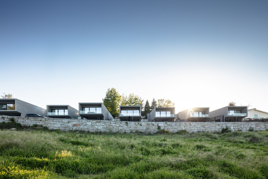 Box XL Houses / Grupo Zegnea
