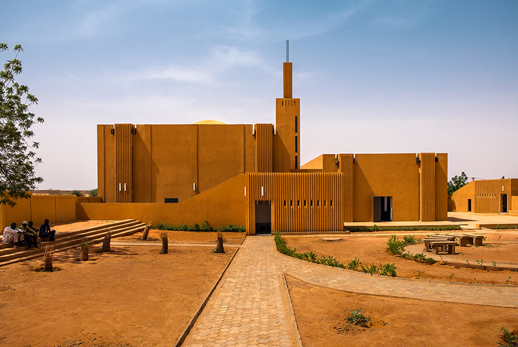 Yasaman Esmaili's Architectural Work Engages with Communities Around the World, Hikma Religious and Secular Complex. Image © James Wang via Metropolis Magazine