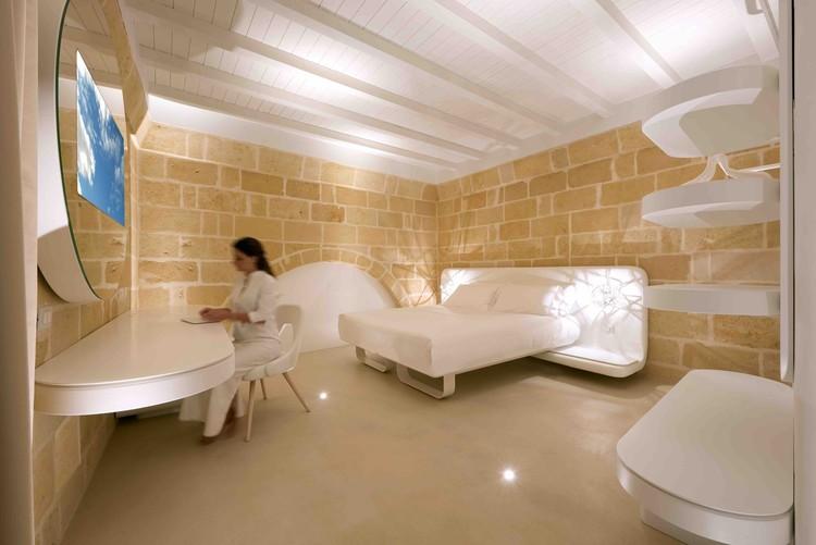 Controlar una casa desde el celular: Domótica por voz, Aquatio Cave Luxury Hotel & SPA / Simone Micheli. Image © Jürgen Eheim