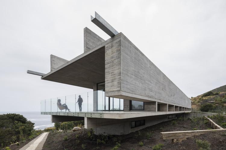 Apenas estrutura: 20 casas que evidenciam seu sistema estrutural, Casa H / Felipe Assadi Arquitectos. © Fernando Alda