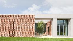 Feature   3. e e house  ene ene arhitectura