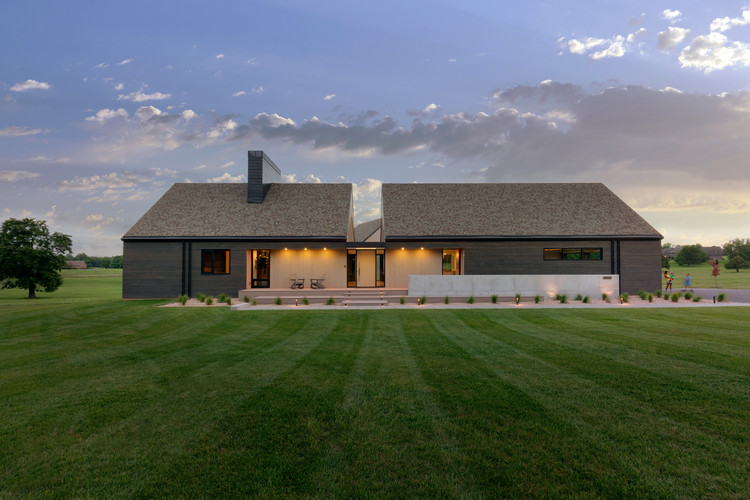 Black and Tan House / Dake Wells Architecture