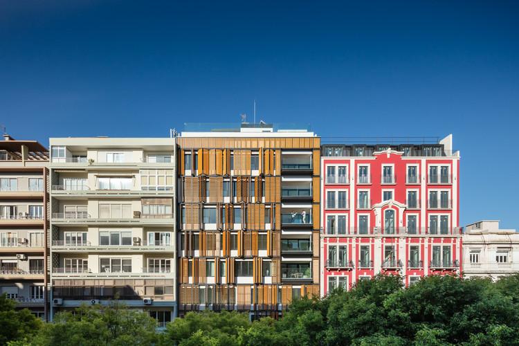 Lisbon Wood Residential Building  / Plano Humano Arquitectos, © João Morgado