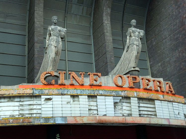 Cine Ópera reabrirá sus puertas después de años de abandono en la Ciudad de México, Fachada del Cine Ópera. User: Matthew Rutledge [CC BY-SA 2.0 (http://creativecommons.org/licenses/by-sa/2.0/)]. Image Cortesía de Wikimedia Commons