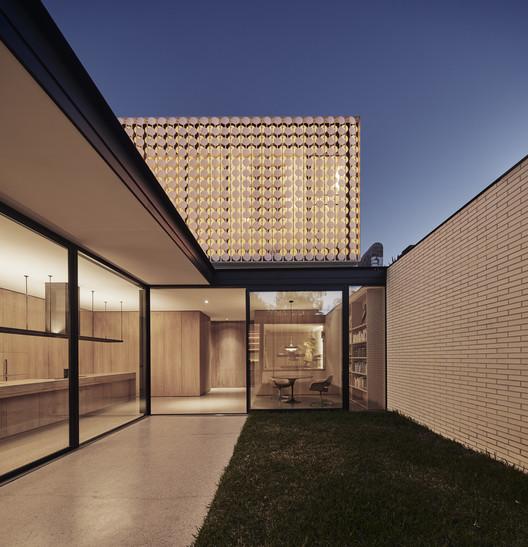 Casa iluminada / LAYAN