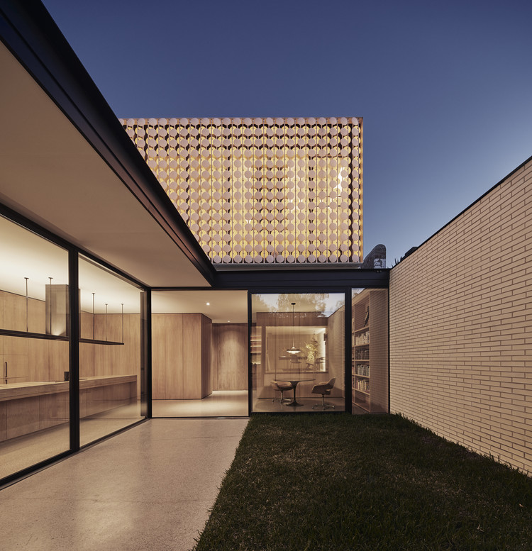 Casa iluminada / LAYAN, © Peter Bennetts