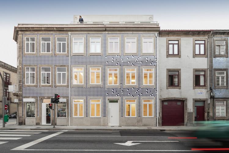 Alegria Residential Building / MiMool Arquitectura & Design de Interiores, © Ivo Tavares Studio