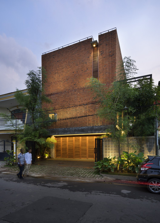 Omah Boto House / Andyrahman Architect