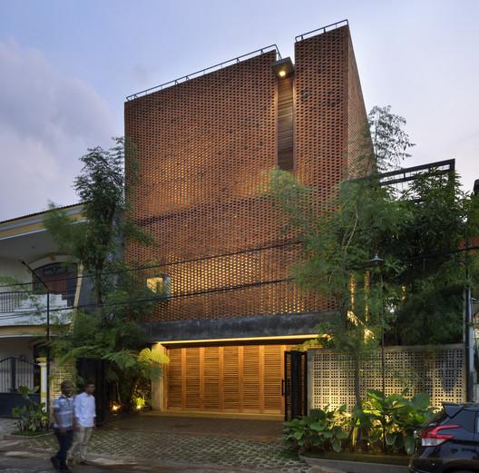 Omah Boto House / Andyrahman Architect