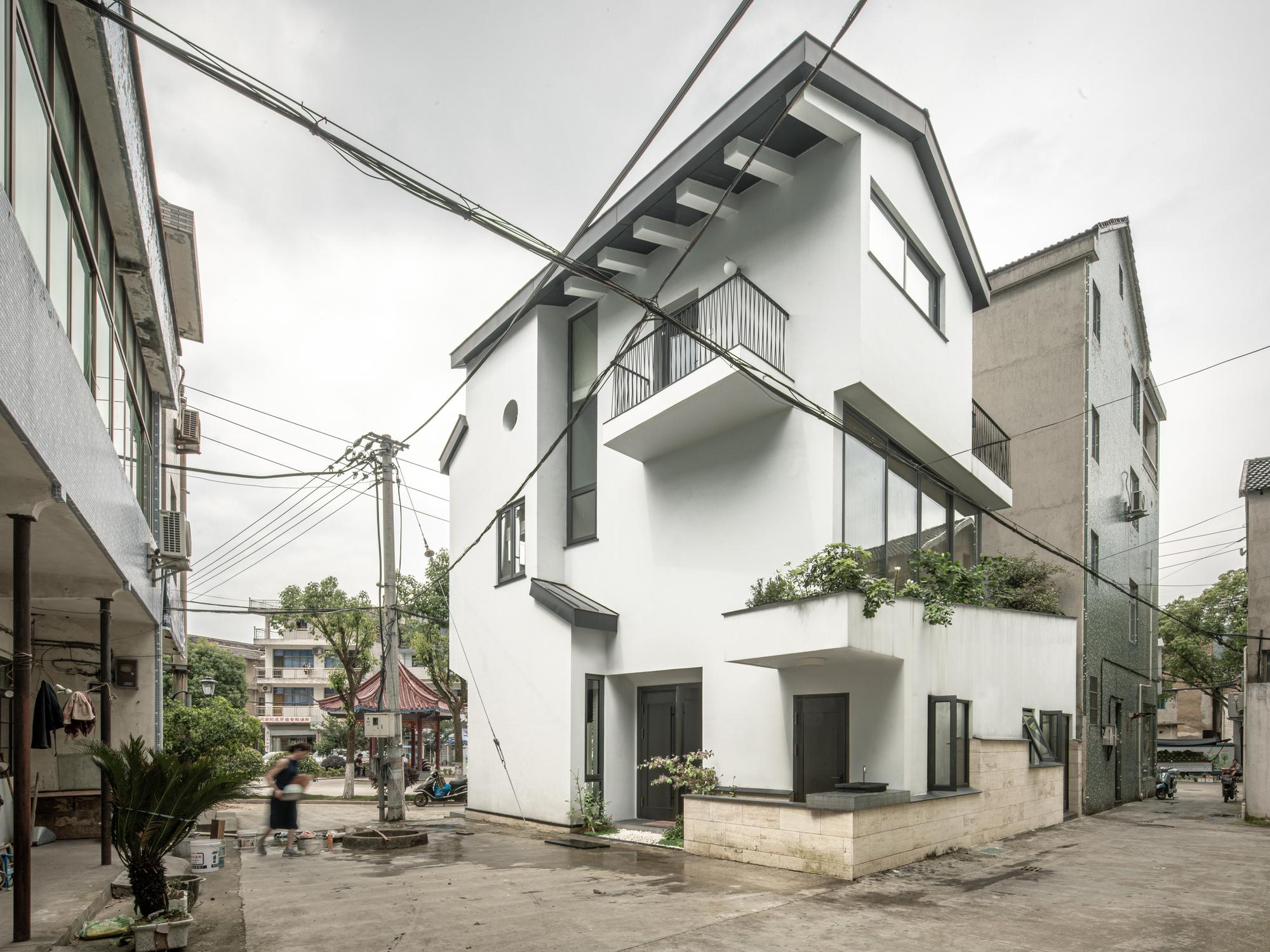 Xizhou Li's Residence / Studio MOR thumbnail