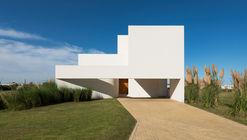 M&P House / Nicolás Campodonico