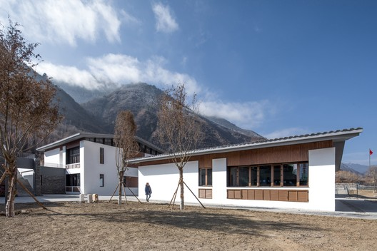 Campus in the Mountains / CSWADI