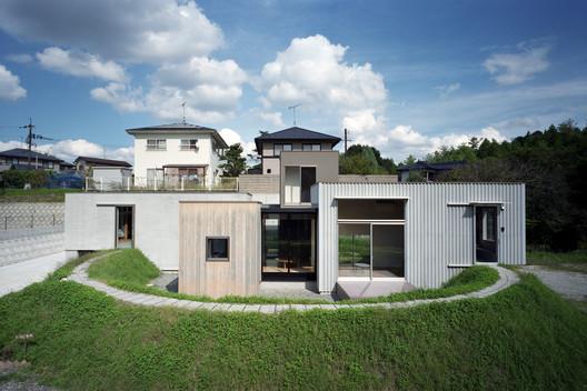 House in Higashi / Fujiwaramuro Architects
