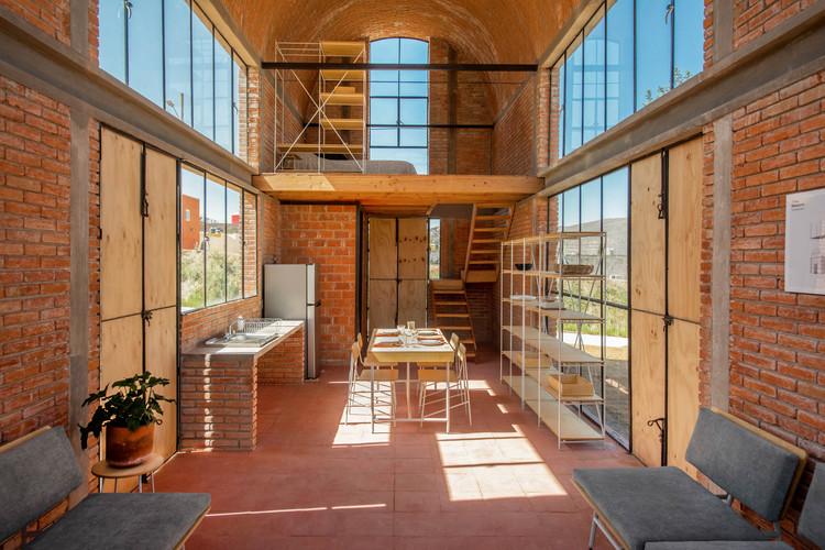 Esrawe Studio presenta colección de mobiliario para el Laboratorio de Investigación y Experimentación Práctica de Vivienda INFONAVIT, Frida Escobedo. Image © Jaime Navarro