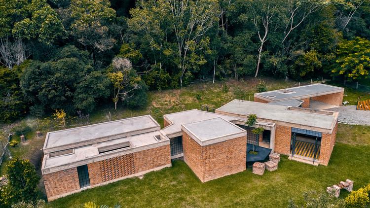 10 Casas colombianas com tijolo aparente, Cortesia de Luis Tombe, Camilo Giraldo, Mario Camargo