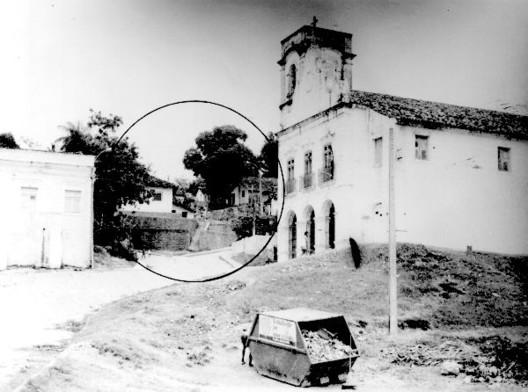 Plano-Piloto em Olinda nos anos 80 pode apontar caminhos para gestão urbana do patrimônio cultural na atualidade, Habitações irregulares no Largo da Igreja do Rosário Acervo Pessoal Arquiteto André Pina. Image Cortesia de Escola da Cidade
