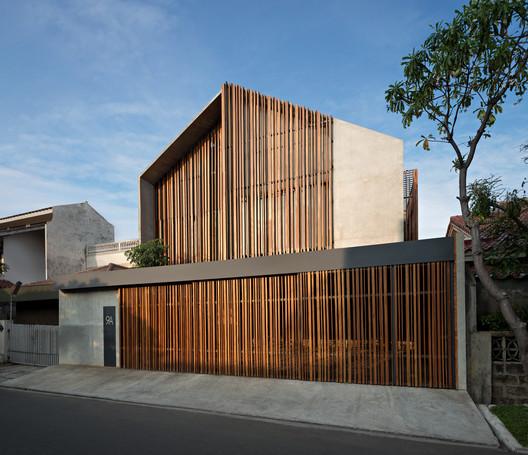 Casa Rumah Beton / PARISAULI ARSITEK STUDIO