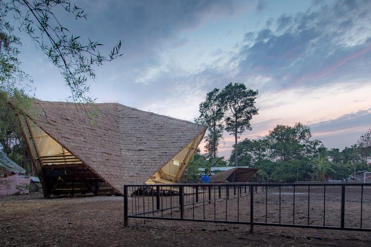 The Green Island Community Center / Estudio Cavernas, © Denis Amirtharaj