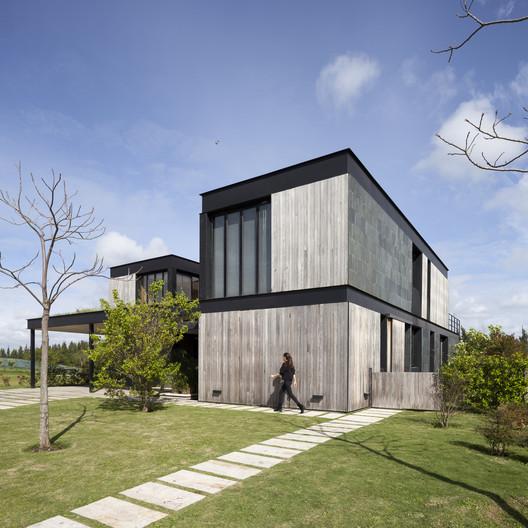 La Magnolia House / Martin Gomez Arquitectos