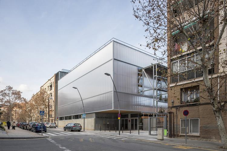Sports Center in Turo de la Peira / Anna Noguera + Javier Fernandez, © Enric Duch