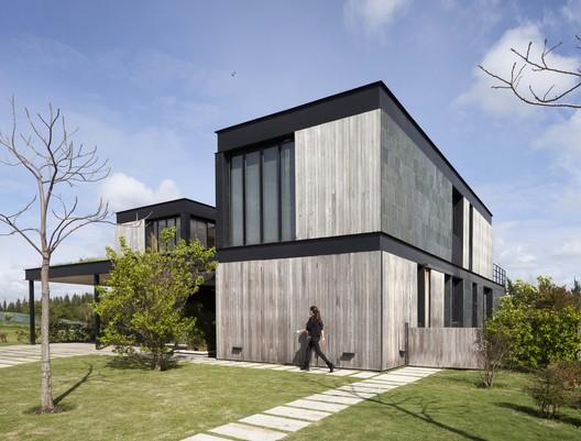 La Magnolia / Martin Gomez Arquitectos