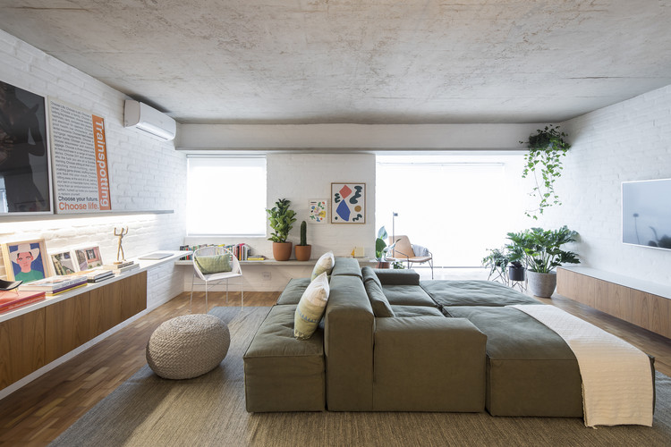 Apartamento VCH / David Ito Arquitetura, © Maíra Acayaba