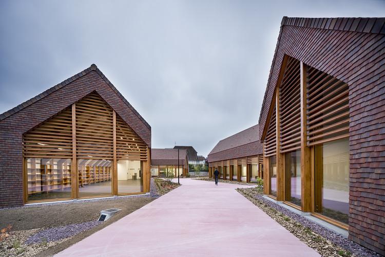 Centro Social e Cultural Gonzague Saint Bris / Lemoal Lemoal Architectes, © Javier Callejas