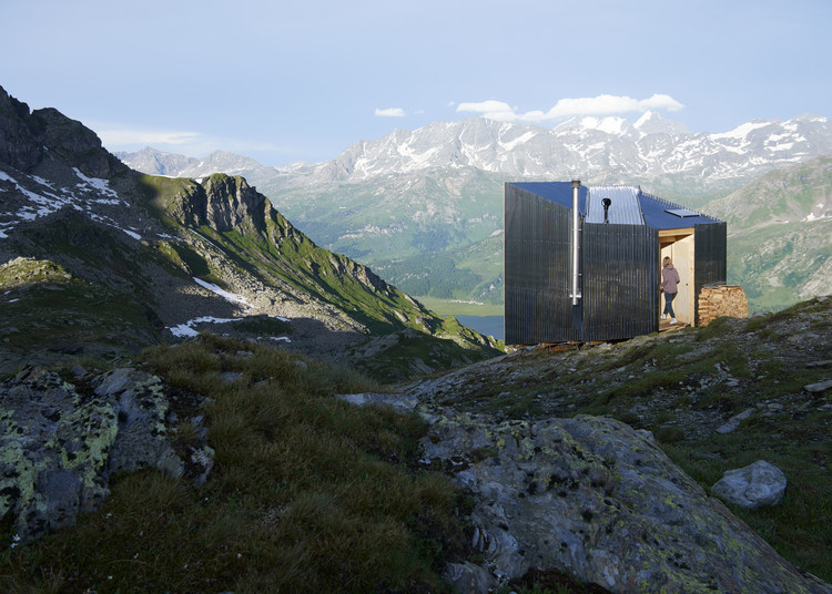 On Mountain Hut Cabin / Thilo Alex Brunner, © Anne Lutz & Thomas Stöckli