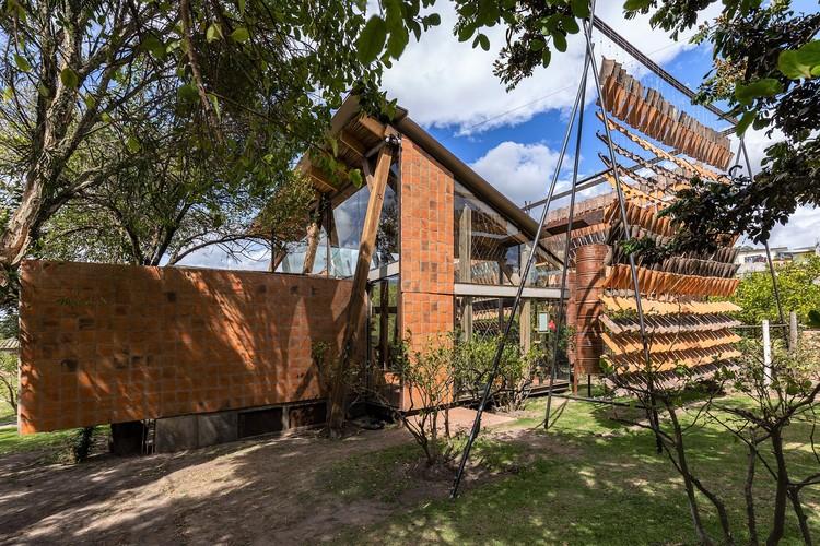 Casa de las tejas voladoras / Daniel Moreno Flores, © JAG Studio