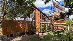 Flying Tiles House / Daniel Moreno Flores